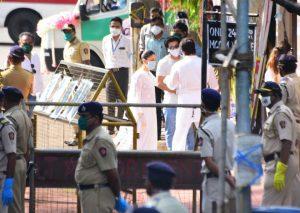 Rishi Kapoor funeral photos
